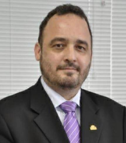 Dr. Ederlon Rezende